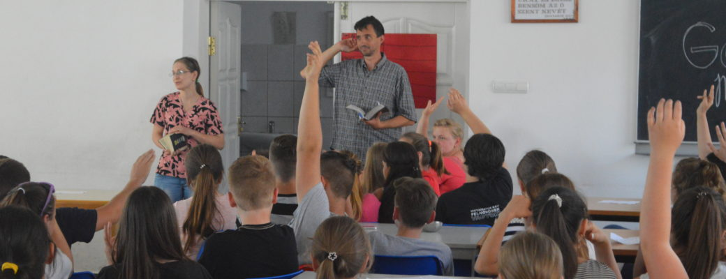 Peterfalva & Nagydobrony English Camps